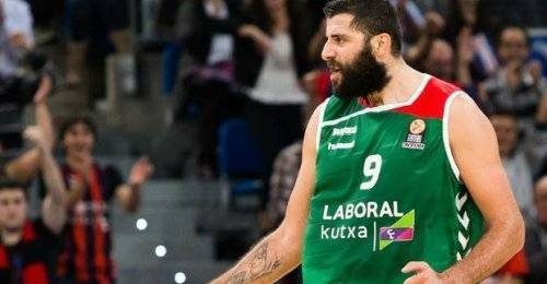 Bourousis'ten akıl almaz basket